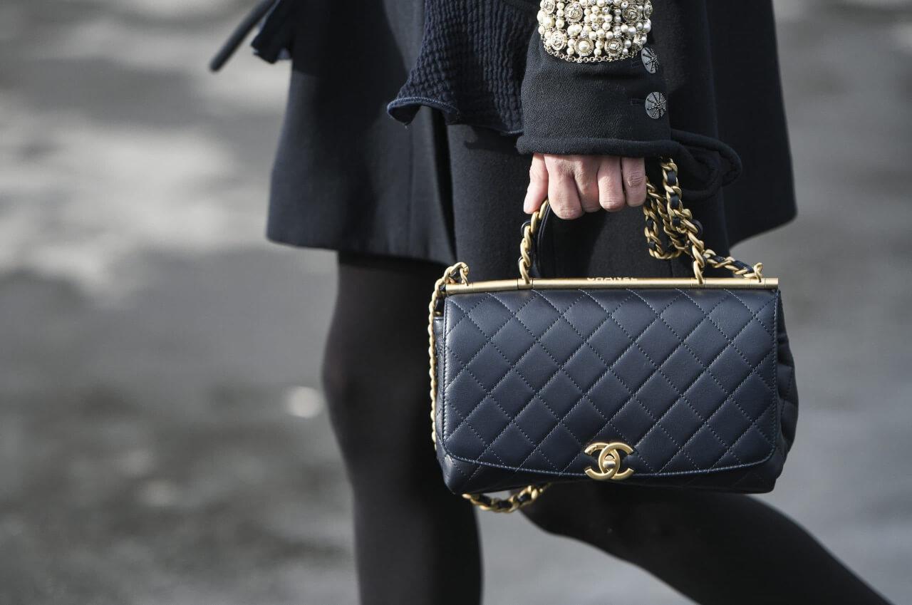 I servizi di autenticazione identificano se una borsa chanel è vera o falsa