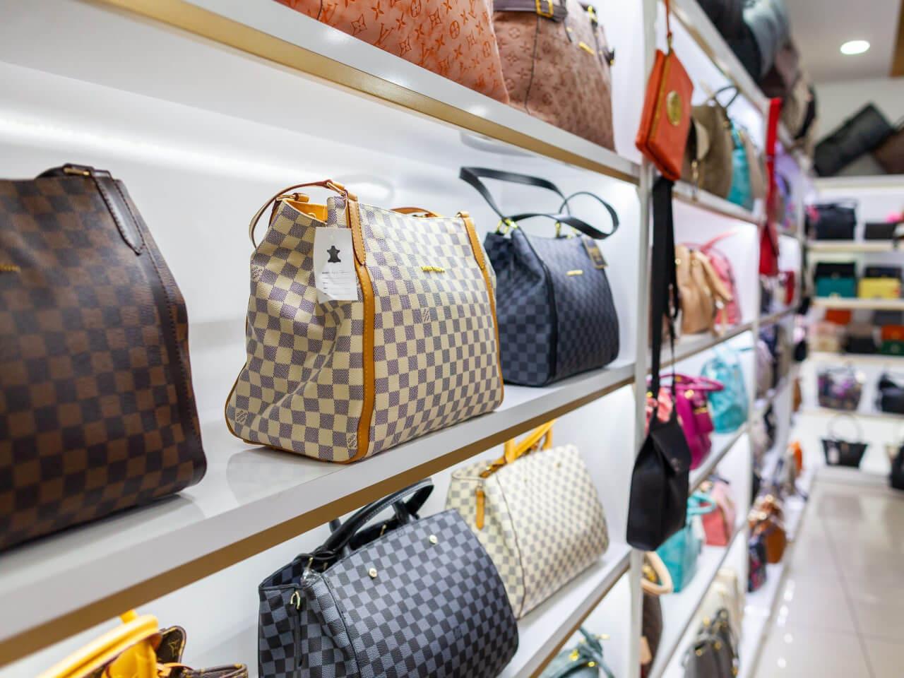 Originale o contraffatta Come riconoscere una borsa Louis Vuitton autentica da un'imitazione - Vuitton Store