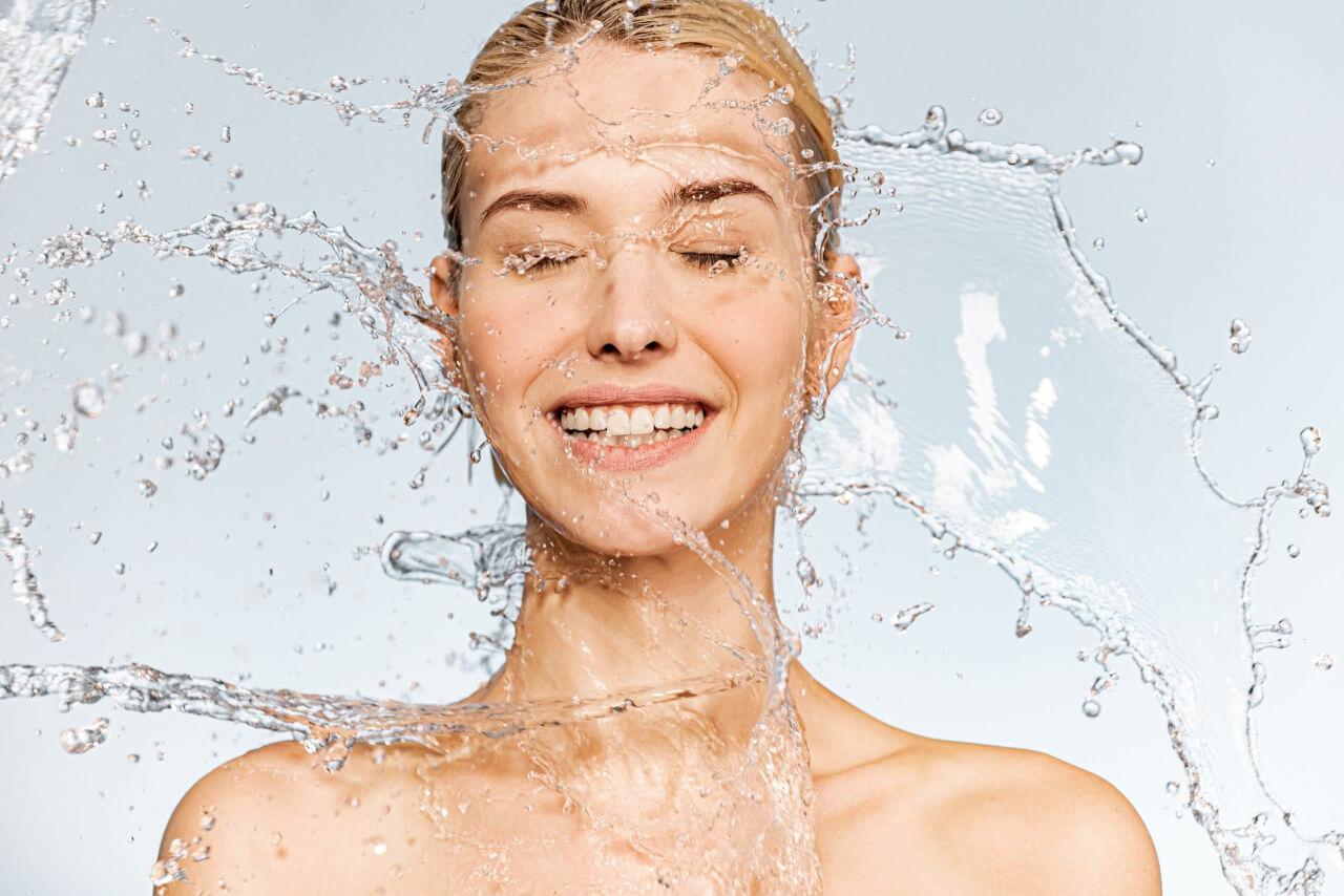 usa il potere dell'acqua per un sorriso più bianco senza batteri