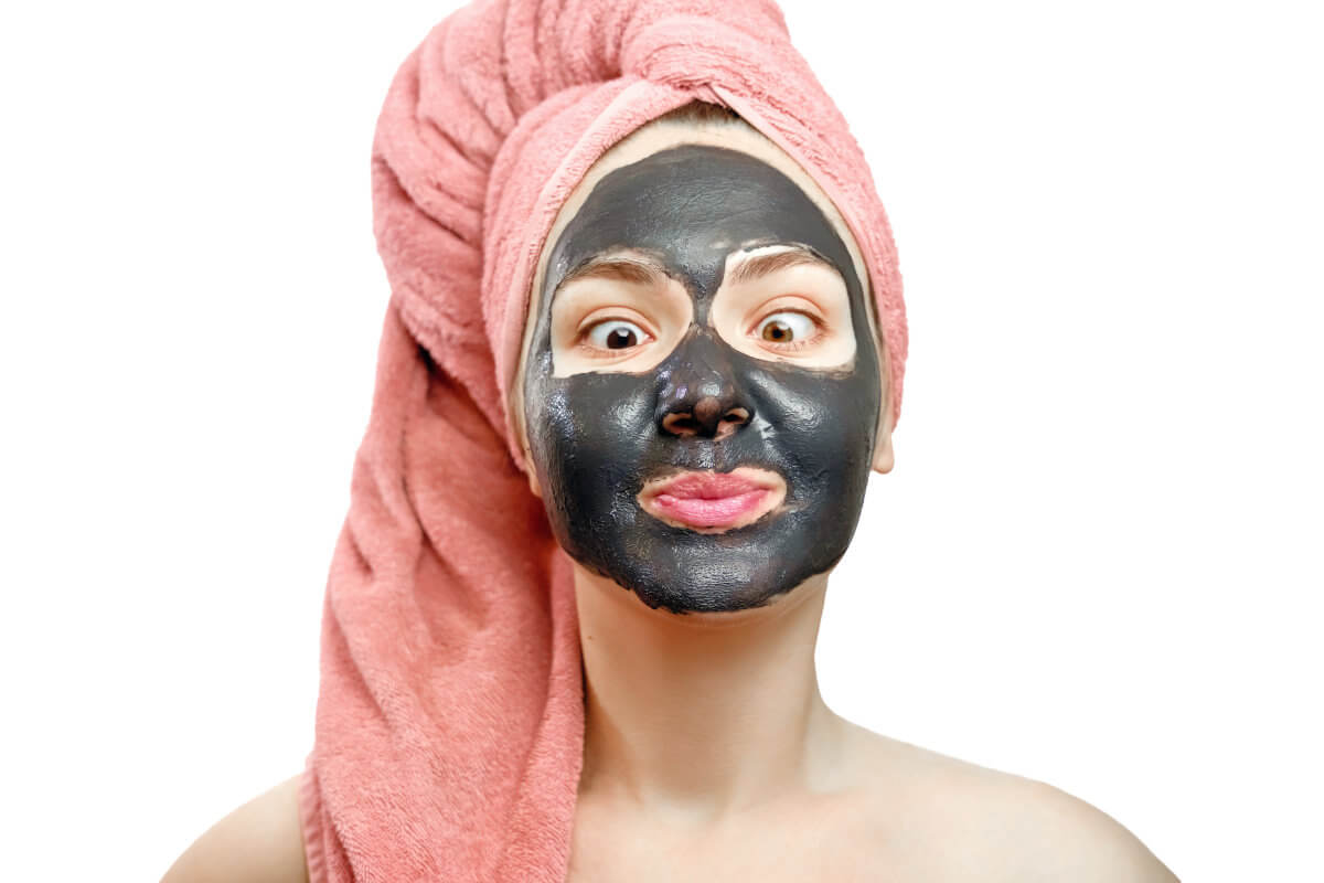 Prova a fare una maschera al carbone