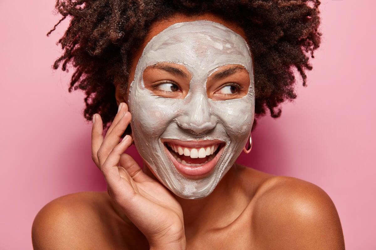 Usa l'argilla come maschera verde o rossa