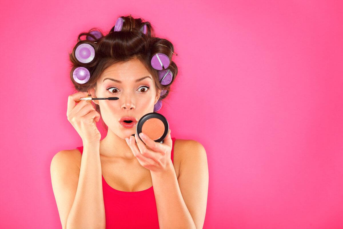 Come stendere al meglio il mascara e come rimuoverlo senza danneggiare le ciglia