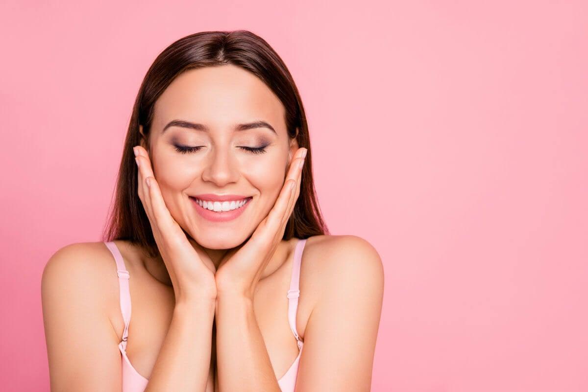trucchi per mantenere la pelle del tuo viso giovane ed elastica