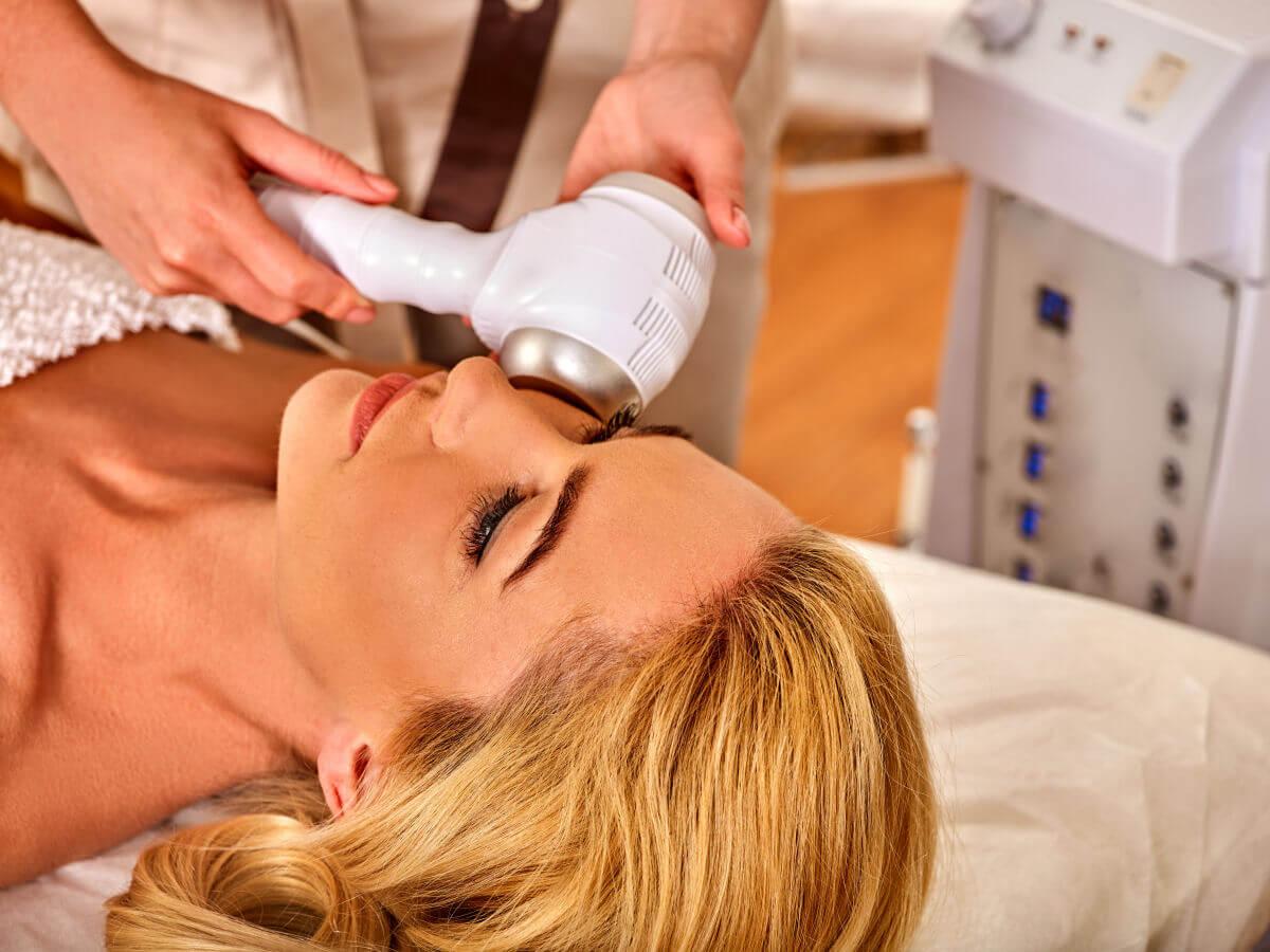 Gli ultrasuoni in ambito estetico benefici e controindicazioni