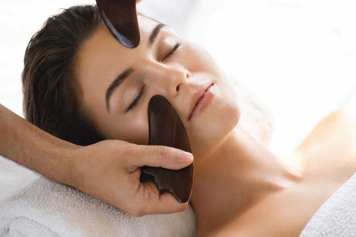 Come l'agopressione può ringiovanire il viso e potenziare la tua bellezza